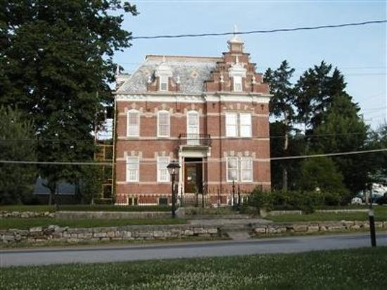 Herzog Mansion: Exterior