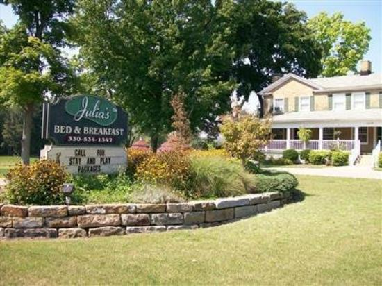 Julia's Bed & Breakfast: Exterior