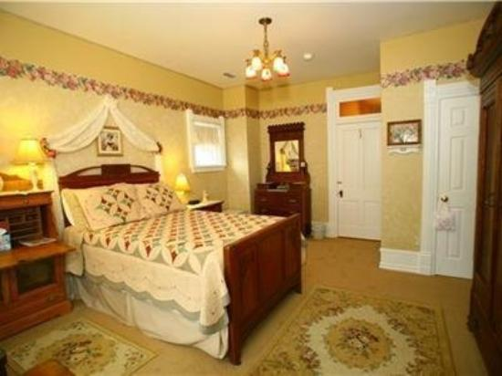 Edgar Olin House Bed and Breakfast: Guest Room