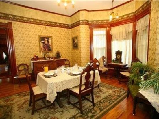 Edgar Olin House Bed and Breakfast: Interior Dinning Room