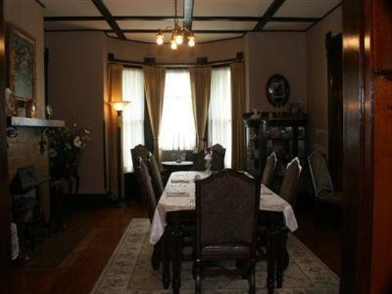 Levine House Bed & Breakfast: Interior