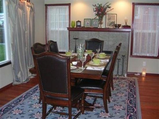 Inn Harmony Guest Homes: Dining Area
