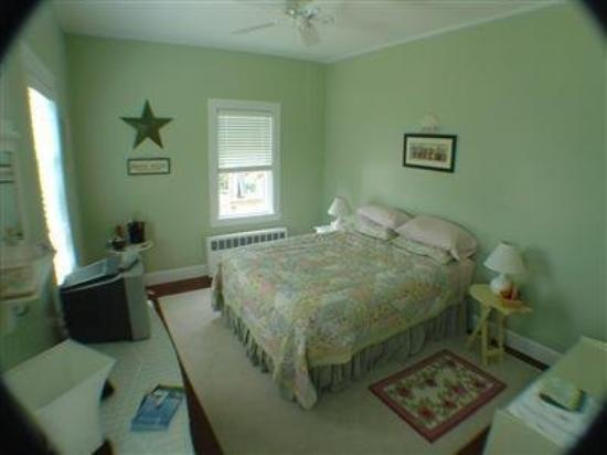 ‪‪The Beach House at Chatham‬: Guest Room (OpenTravel Alliance - Guest room)‬