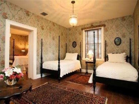 The Elms Bed and Breakfast: Drake Guest Room