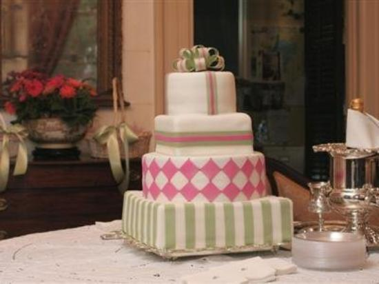 The Elms Bed and Breakfast: Wedding Cake