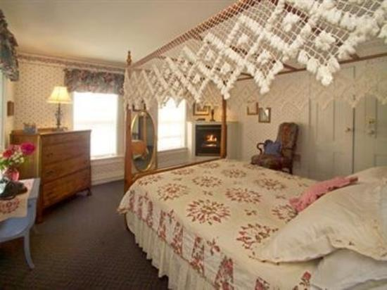 Salt Ash Inn: Guest Room