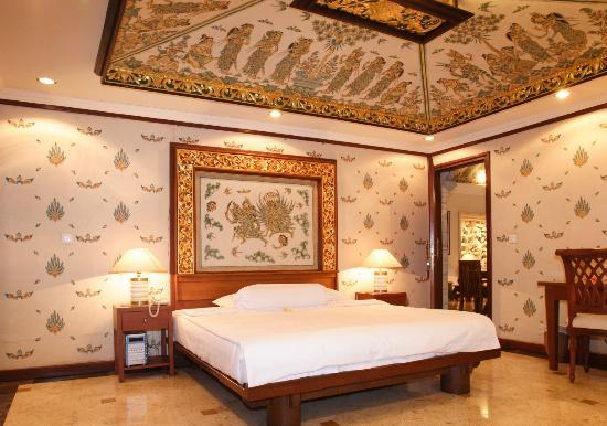 Peruna Saba Villas: Balinese Decorated Room