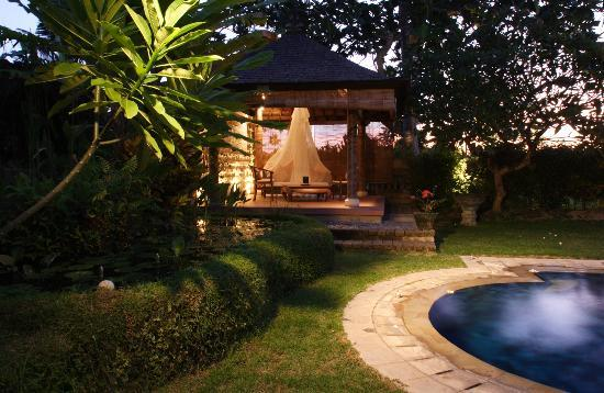 Peruna Saba Villas: Balinese Bale (  Outdoor Massage )