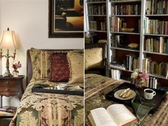 Colonial Gardens Bed & Breakfast : Library