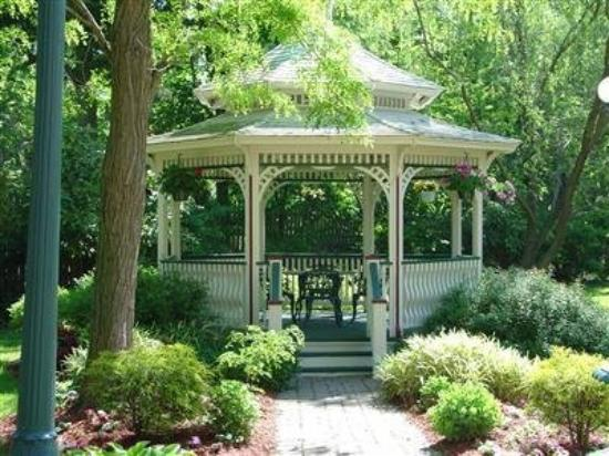 Doctor's Inn: Gazebo