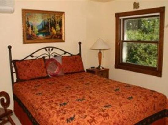 Cairn House Bed and Breakfast: Guest Room