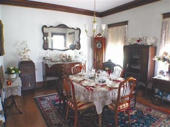My Fair Lady Bed and Breakfast : Interior Dinning Room