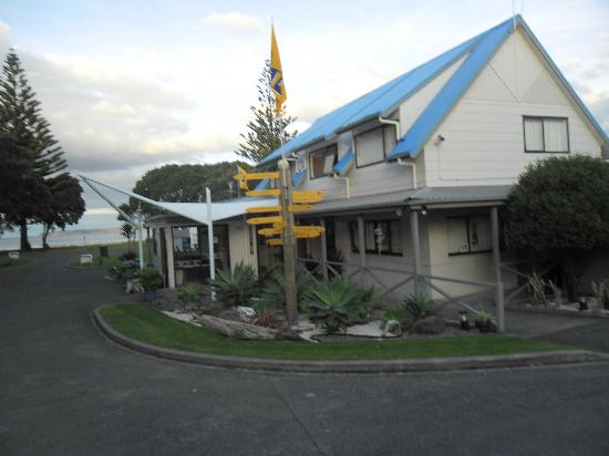 Orewa Beach Top 10 Holiday Park: Park Reception Office