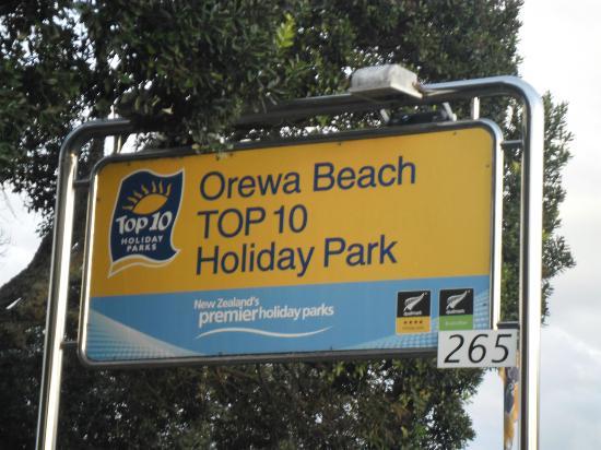 Orewa Beach Top 10 Holiday Park : Orewa Beach Top 10 Gate