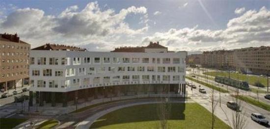 Irenaz Vitoria Apartments: Exterior View