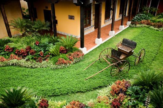 Camino Real Antigua : Exterior Patio