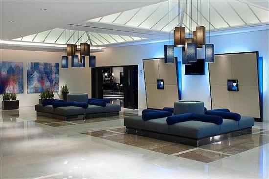 ฮอลิเดย์อินน์เอ็กซ์เพรส ดูไบแอร์พอร์ต: Hotel Lobby