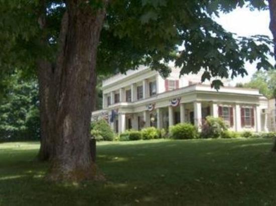 Arlington Inn: Exterior