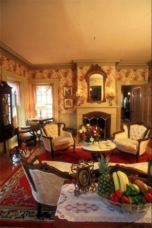 Arlington Inn: The Parlor