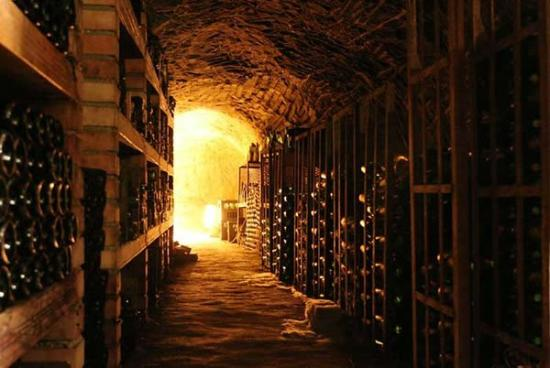 Vent I Mar Apartments: Wine Cellar