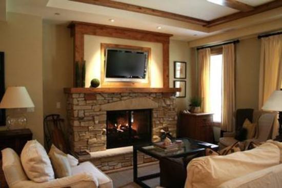 Shooting Star at Empire Pass: Sh Livingroom