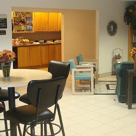 Americas Best Value Inn & Suites - Bluffton: Lobby