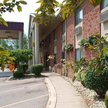 Americas Best Value Inn & Suites - Bluffton: Exterior