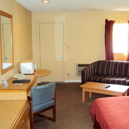 Nights Inn and Suites : Nights Inn Blue Springs MOBed