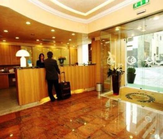 Le Petit Hotel: Hall