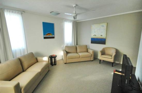 BEST WESTERN PLUS Cairns Central Apartments: Lounge Room