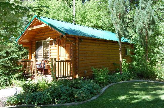 Alaskan Inn: Individual Cabins