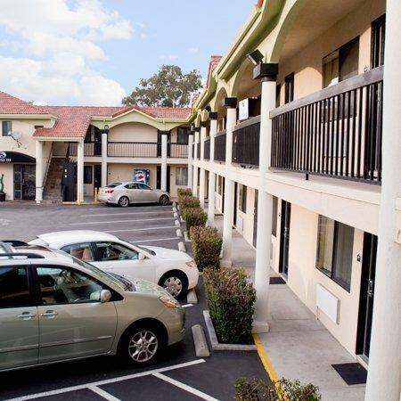 باي هيل إن سان برونو: Bayhill Inn San Bruno CAExterior