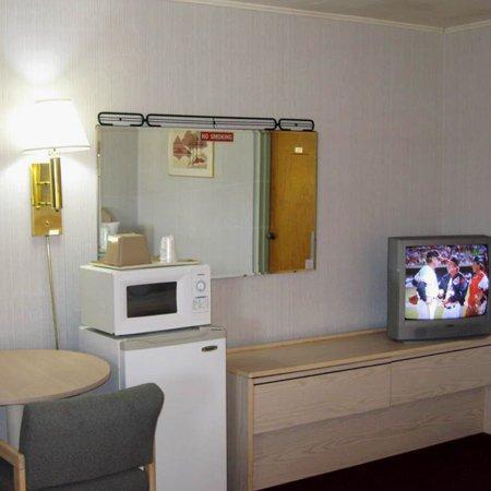 Economy Inn Motel: Economy Inn Chillicothe ILRoom Amenities