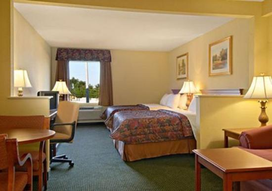 Regency Inn and Suites: Interior