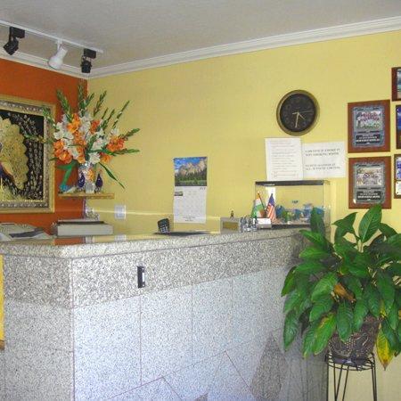 Muir Lodge Motel Martinez CALobby