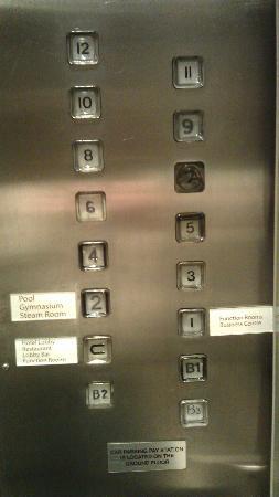 โรงแรมเดอะซีเบล พารามัตต้า: Poor service / repair of panel