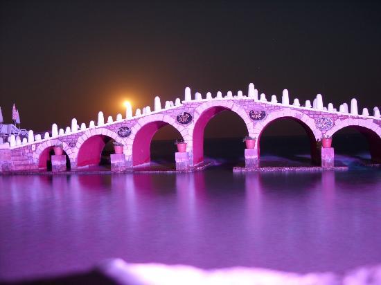 Club Hotel Sera: Brücke am Kinderstrand bei Nacht