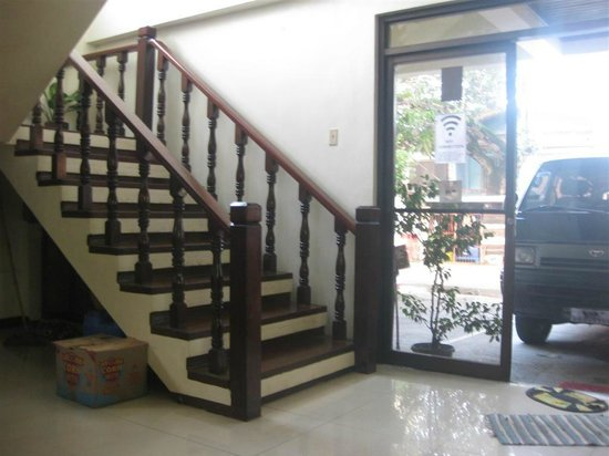 Duchess Pension: stairs to AC rooms 2nd floor