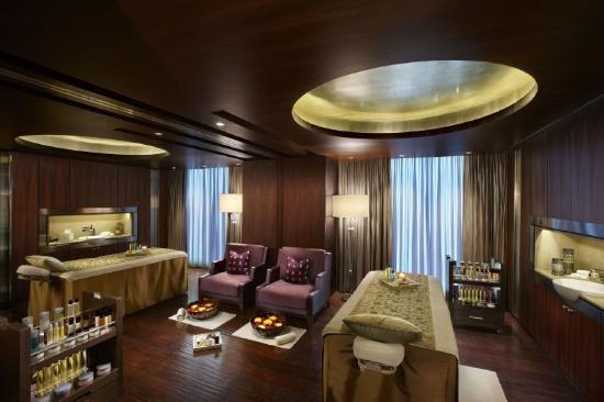 The Leela Palace New Delhi: LRDELSpa Couple Suite