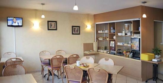 Hotel First: Salle des Petits déjeuners hotel deltour rodez