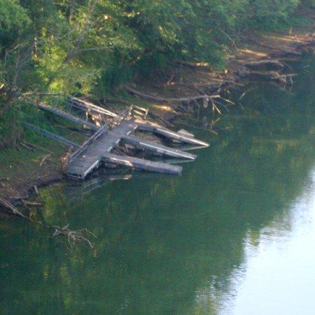 Riverfront Lodge Burkesville KYBoat Dock