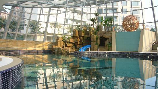 Fraser Suites Top Glory Shanghai : Indoor Swimming Pool