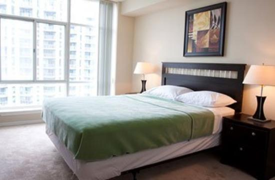 Glen Grove Suites at The Maple Leaf: Bedroom