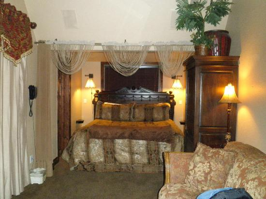 Arrowhead Manor: The King Bed