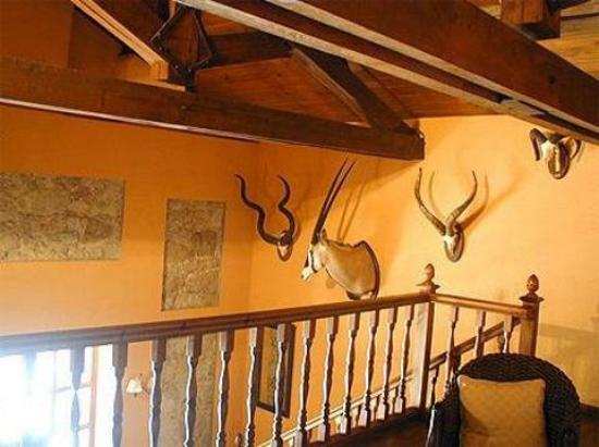 El Castrejon: Lobby View