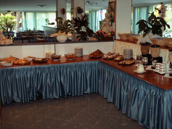 Ai Pini: Buffet colazione