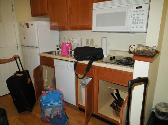 TownePlace Suites Sacramento Cal Expo: kitchen