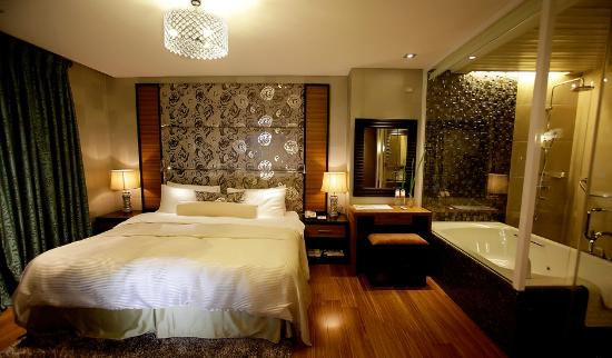 The Royal Mandaya Hotel: Presidential Suite