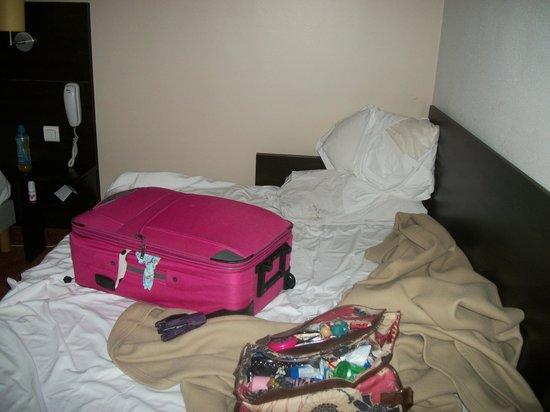 Sky Hôtel Emerainville: My bed