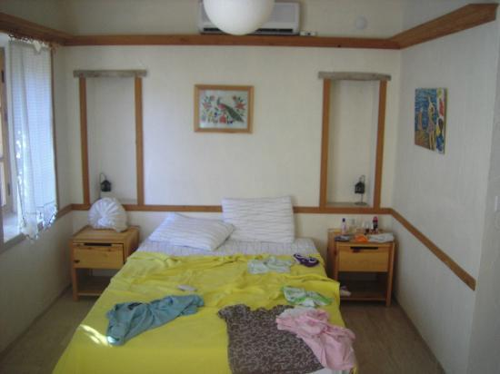 Old Datca Houses Mini Hotel: Bed